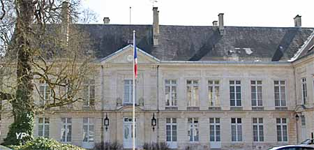 Restes du palais du duc Jean de Berry - préfecture du Cher