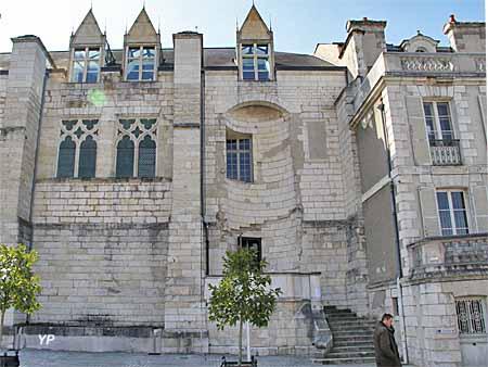 Restes du palais du duc Jean de Berry - Conseil général