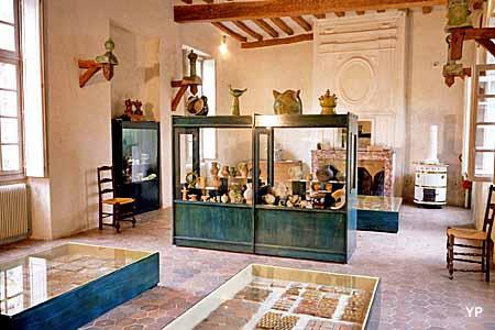 Musée de Provins et du Provinois - salle des céramiques