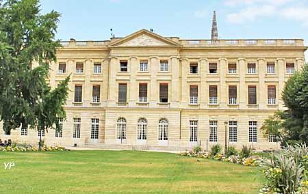 Palais rohan h tel de ville de bordeaux bordeaux for Hotel piscine bordeaux