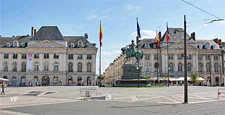 Place du Martroi, statue de Jeanne d'Arc