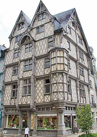 Maison d 39 adam maison des artisans angers for Maison atypique angers