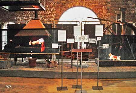 Musée de la Métallurgie - boutique du cloutier avec roue à chien et forge