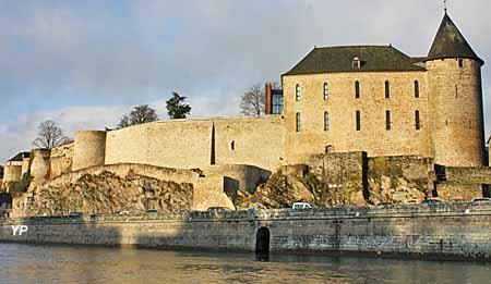 Musée du Château de Mayenne - Façade du château, vue de la rivière Mayenne