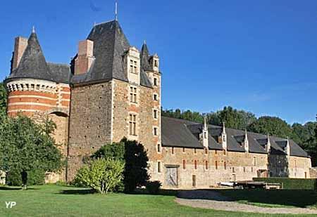 Château de Mortiercrolles - cour