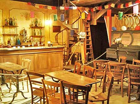 Maison de Jour de Fête - le café Bondu