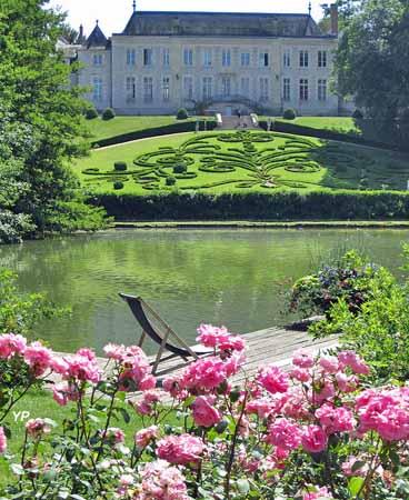Parc Floral de la Source - le château depuis la roseraie