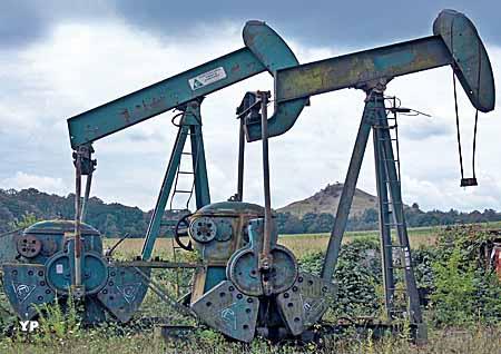 Musée français du pétrole - pompes et terril