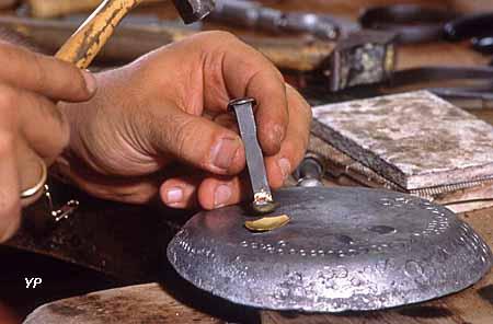 Manufacture du Grenat - estampage