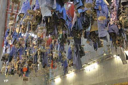 Salle des pendus - vêtements de travail