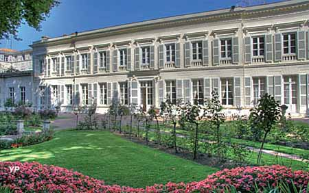Hôtel Poupet - façade côté jardins