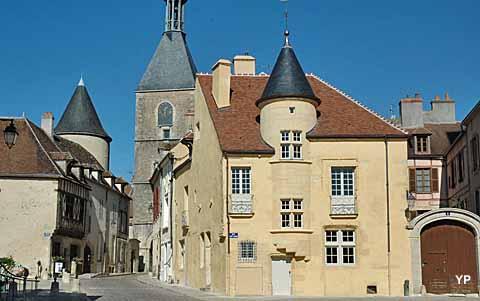 Maison des sires de domecy avallon for Horaire piscine avallon