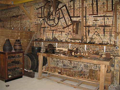Maison des traditions normandes saint maclou la bri re for Tour a bois maison