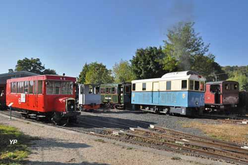 Musée des tramways à vapeur et des Chemins de fer secondaires français - Quelques véhicules des anciens chemins de fer départementaux