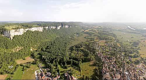 Larina et le village de Hières-sur-Amby