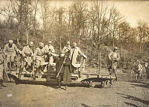 Raymond Poincaré en visite au Front