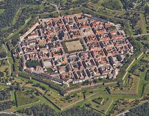 Vue aérienne de Neuf-Brisach - fortifications de Vauban