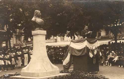 Aix-les-Bains - inauguration du buste de la reine Victoria en 1924