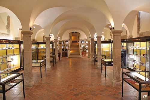 Musée national des Enfants de Troupe - crypte de l'ancienne chapelle