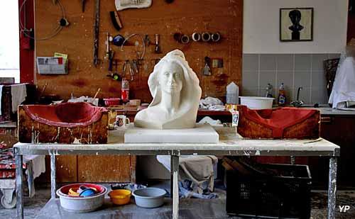 Ateliers d'Art de la Réunion des musées Nationaux - grand Palais (rmngp) - Marianne Catherine Deneuve
