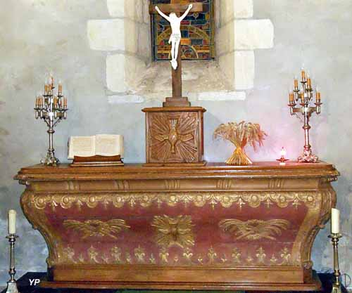 Église Saint-Etienne - maître-autel avec colombe, figure du Saint Esprit(XVIIIe s.)