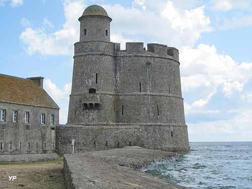 Fort de la hougue saint vaast la hougue - Office tourisme fort de france ...