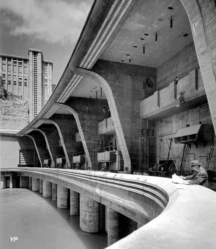 Barrage-usine de Génissiat (Ain), 1939-1950 - Albert Laprade avec Léon-Emile Bazin puis Pierre Bourdeix, architectesde Génissiat