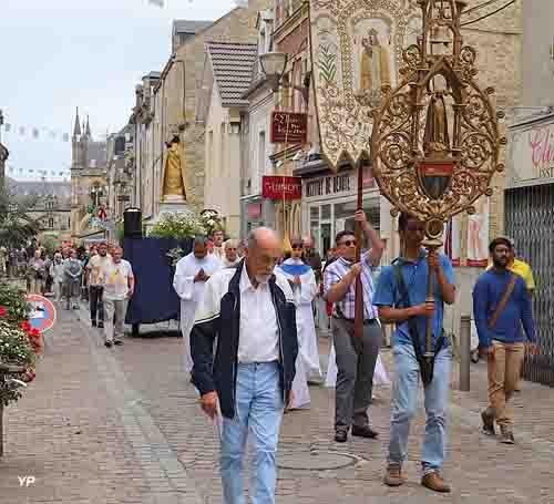 Procession du couronnement de la Vierge (chaque année au mois d'août)
