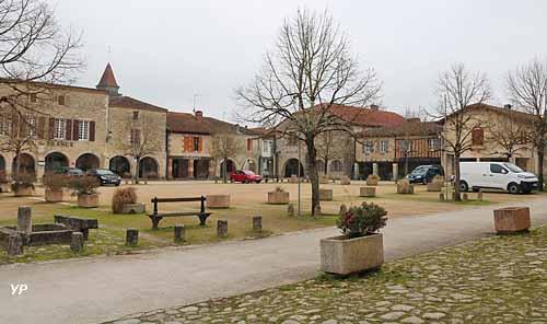 Bastide de Saint-Justin - place des Tilleuls