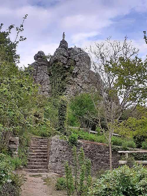Chailland - rocher de la Vierge