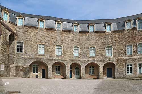 Cour du château et musée de Boulogne-sur-Mer