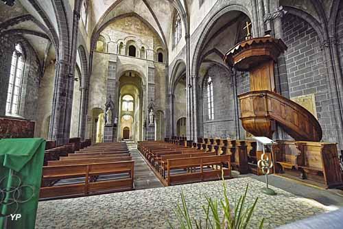 Collégiale Saint-Victor et Sainte-Couronne