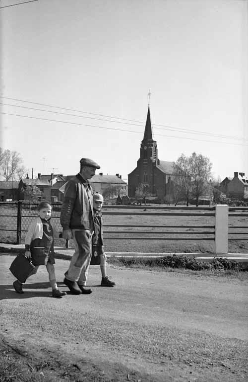 René-Jacques,  Sémeries (Nord), sur le chemin de l'école