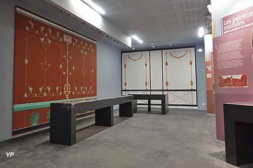 Salle des enduits peints reconstitués