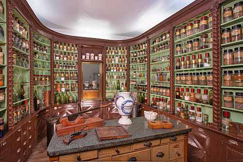 Musée départemental des Arts & Traditions Populaires - pharmacie