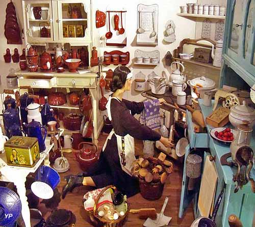 Musée Les Trésors de Lisette - 1001 Choses du Foyer Vers 1900