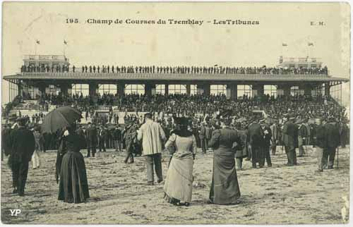 Tribunes du champ de course du Tremblay