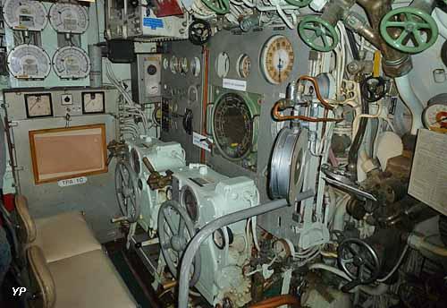 Sous-marin Espadon - poste de pilotage
