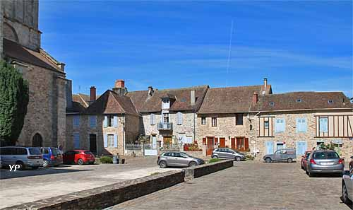 Saint-Yrieix-la-Perche, place Attane