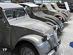 Conservatoire Citroën - premières 2cv (Yalta Production)