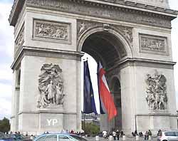 Arc de Triomphe de l'Etoile à Paris (Yalta Production)