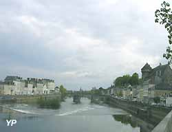 vue de Laval sur la Mayenne