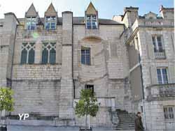 Restes du palais du duc Jean de Berry - Conseil général (Yalta Production)