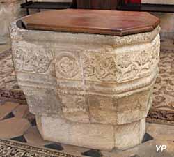 cathédrale Notre-Dame - cuve baptismale