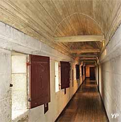 château de Pierrefonds - chemin de ronde couvert
