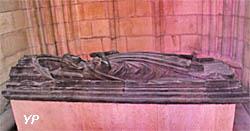Cathédrale Saint-Cyr-et-Sainte-Julitte - gisant de Yolande de Bourgogne