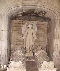 collégiale Saint-Martin - tombeaux et gisants des patriotes polonais Julian Ursyn Niemcewicz et Karol Kniaziewicz (vides)