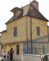 Pavillon Henri IV (Yalta Production)