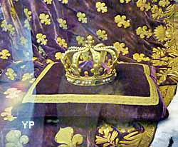 basilique cathédrale Saint-Denis - couronne de la reine