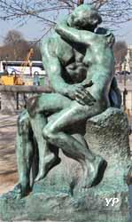 Jardin des Tuileries - le Baiser (Auguste Rodin, 1898) (Yalta Production)
